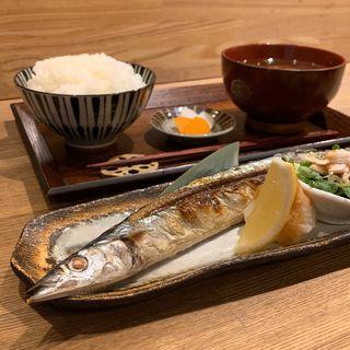 さんまの塩焼き定食(土鍋ごはん 米三 西麻布店)