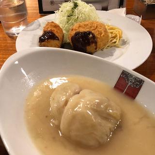 コロッケの2種盛りとロールキャベツシチュー(アカシア 新宿本店 (ACACIA))