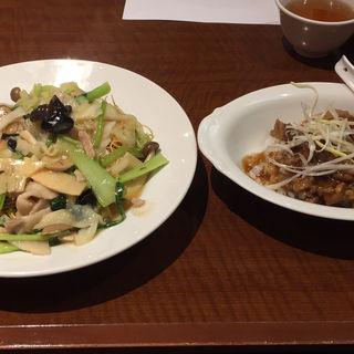 あんかけ焼そばと牛スジ大根煮込み丼(小燕京 (ショウエンキン))