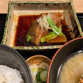 カレイの煮付け定食(いかの墨 新宿駅南口マインズタワー店)