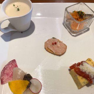 スペシャルランチ(前菜盛り合わせ、パスタ、メイン、パン、デザート、コーヒー)(アマルフィイ・モデルナ )