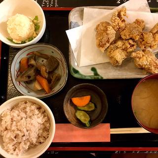 唐揚げ定食(野菜 DINING CAFE 穣)
