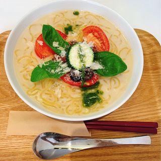 ベジタブルトマトバジル冷麺(冷麺ダイニング つるしこ)