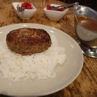ハンバーグステーキカレー サラダ付き(ボテロ)