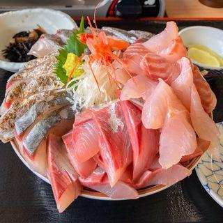 氷見浜丼 はんさ盛り(魚市場食堂)