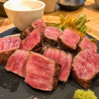氷見牛もも肉炭火焼き(居酒屋 艶次郎 )