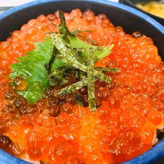 いくら丼(発寒かねしげ鮮魚店)