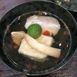 白河甘鯛と松茸、焼き胡麻豆腐のお椀(青草窠 (せいそうか))