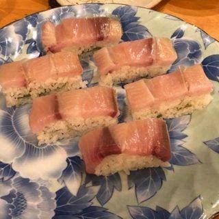 羅臼産鰤の押し寿司(旬菜庵あさの)