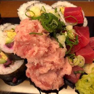 マグロぶつ盛り巻き寿司定食(和食処 五島)