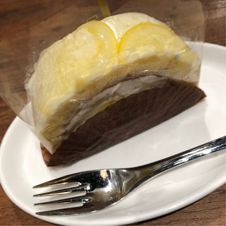 はちみつレモンのレアチーズロール