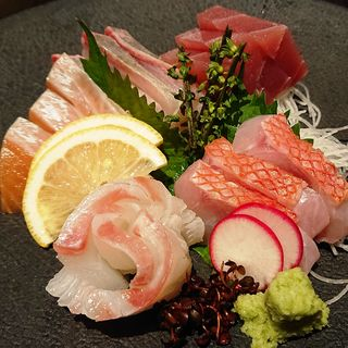 鮮魚五種盛り合わせ(隠れ房 川崎店)