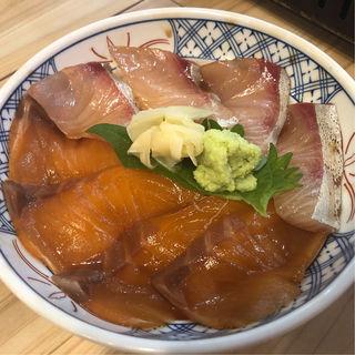 サーモンカンパチ漬け丼(浜焼ドラゴン 大阪駅前第3ビル店)