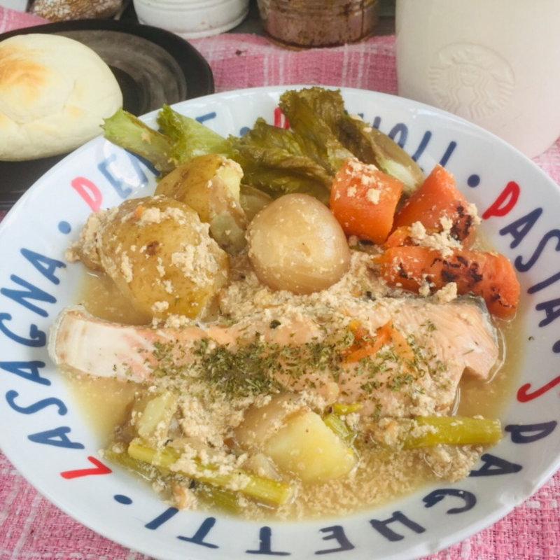 サーモンとゴロゴロ野菜のクリームスープ