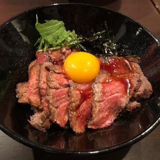 ローストビーフ丼(シングル)(肉バル食堂CAMEL DINER+)