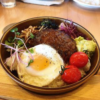 ハンバーグロコモコ(パークサイドカフェ (PARK SIDE CAFE))