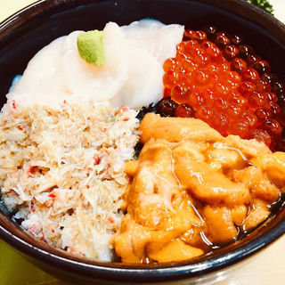 四色丼(きくよ食堂本店)
