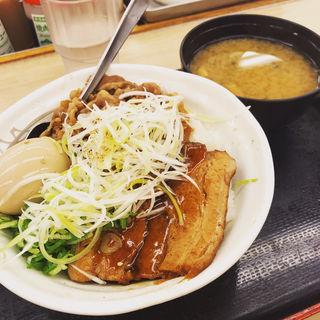 牛と味玉の豚角煮丼(松屋 綾瀬店 )