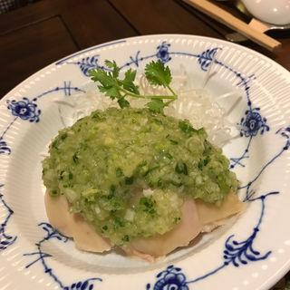 蒸し鶏のネギ油ソース(紅鶴 (べにづる))