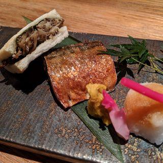 きんぴら焼鯖サンド、八戸産銀鯖藻塩焼(産直青魚専門 池袋 御厨)
