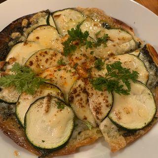 紫蘇のジェノベーゼとズッキーニのミニピザ(洋食バル ウルトラ )