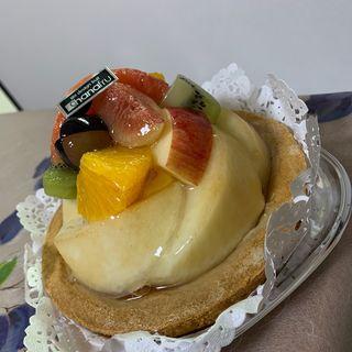 白桃とフルーツのタルト