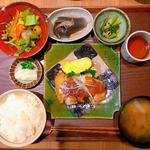 鶏もも焼定食(六角キッチン109)