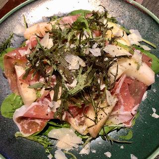 白桃と生ハムのサラダ