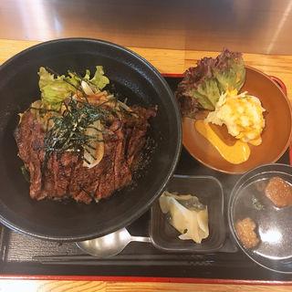 特選ハラミステーキ丼(シングル、ご飯多め)