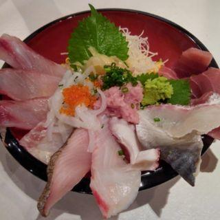 メガ盛り海鮮丼(現代和食GARDEN)