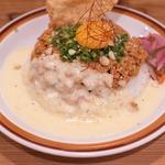 夜のキーマカレー+トロトロ溶かしチーズ、オーガニックパクチー(spiceスエヒロ (スパイススエヒロ))