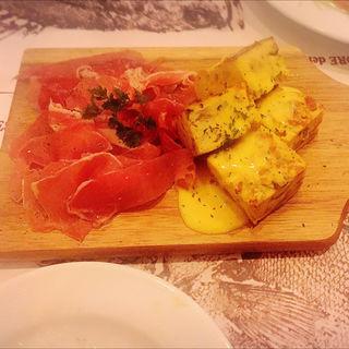 スペイン産生ハムとチーズの盛り合わせ
