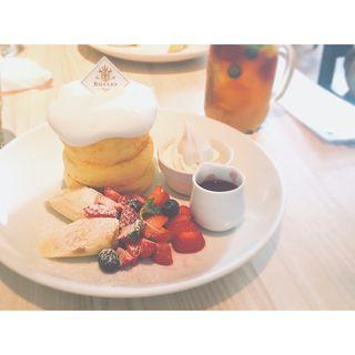 ミックスベリーのホワイトパンケーキ(バター 横浜ベイクォーター (Butter))