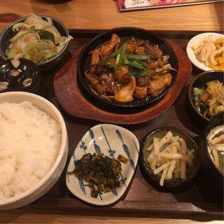 ホルモン鉄板定食(オニクダイスキ うっちゃり食堂)