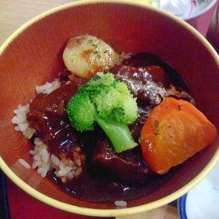 秋田由利牛ビーフシチュー丼(道の駅 岩城 レストラン はまなす )