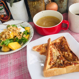 チーズミートトーストと野菜スープとフルーツサラダ(BOXX Coffee & X-presso)