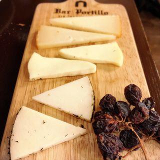 スペイン産のチーズ3種盛り合わせ(バル ポルティージョ デ サルイアモール)