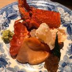 刺身ー伊勢海老、大分赤貝、ばくだいオカヒジキ、黄身醤油、デレフト皿