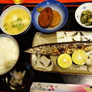 特大さんま塩焼定食(小料理 なぎさ)