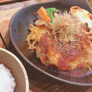 チキングリル(メインと選べるおかず)ご飯・味噌汁・サラダ付き(九重珈琲)