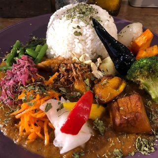 スパイシーチキンカリィ ( もりもり野菜、侍.ザンギ 、ルゥ大盛り )(Mikazuki curry SAMURAI. 下北沢店)