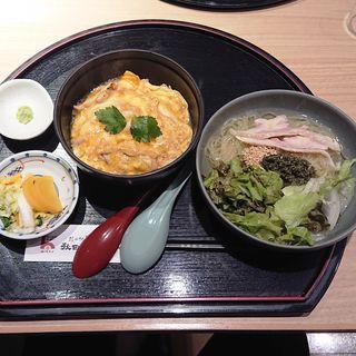 比内地鶏の親子丼と田沢湖冷麺セット(秋田比内地鶏や )