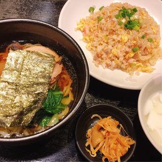 ラーメン炒飯ハーフセット(秀山 (シュウザン))