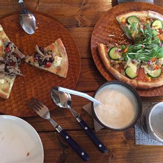 ピザ(川のほとりのコーヒースタンド カワカフェ)