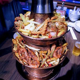 二重カエル海鮮汁無し炭鍋(竹香園)