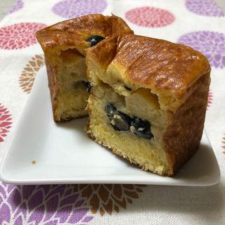 ほうじ茶と黒豆のクリームパン(ベーカリー みやぱん )