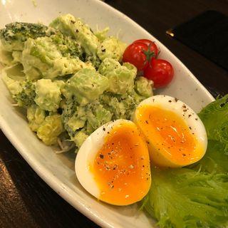 ブロッコリーとアボカドのサラダ(Living Dining 53)