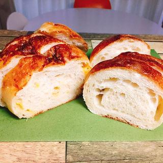 塩バターパン  チーズフォカッチャ(オレノパン オクムラ 烏丸本店 (ORENO PAN okumura))