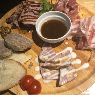 神戸豚の肉盛りプレート(神戸ポークとワインのお店 Bistro Re:MARC)