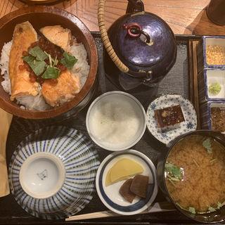 鮭いくらおひつ膳(おひつ膳 田んぼ 代々木本店 (おひつぜん たんぼ))